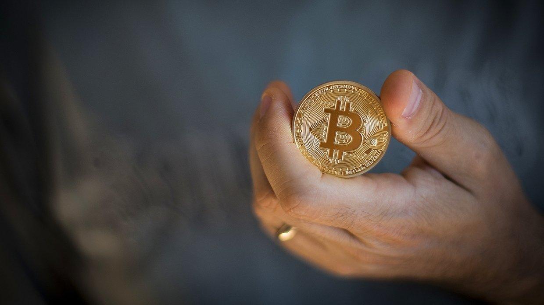 стоит ли покупать биткоин