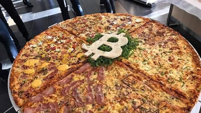 парень купил пиццу за 10000 биткоинов